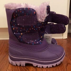 Cat and Jack snow boots size small (5-6)